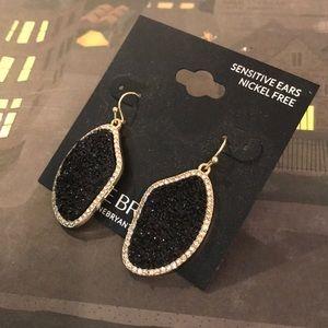 Jewelry - 💕NEW💕 earrings